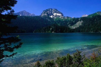Вид на Черное озеро