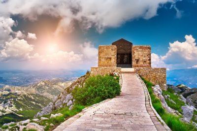Мавзолей Негоша расположен на вершине Ловчена