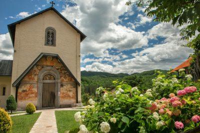 Как добраться до монастыря Морача