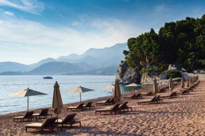 4 лучших пляжа Черногории для семейного отдыха с детьми