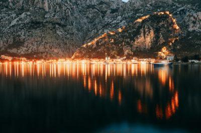 Подсветка городской стены в Которе Черногория