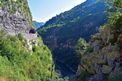 Что посмотреть в окрестностях каньона Морача