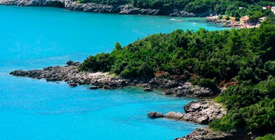 Бухта Облатно. Частный пляж на полуострове Луштица