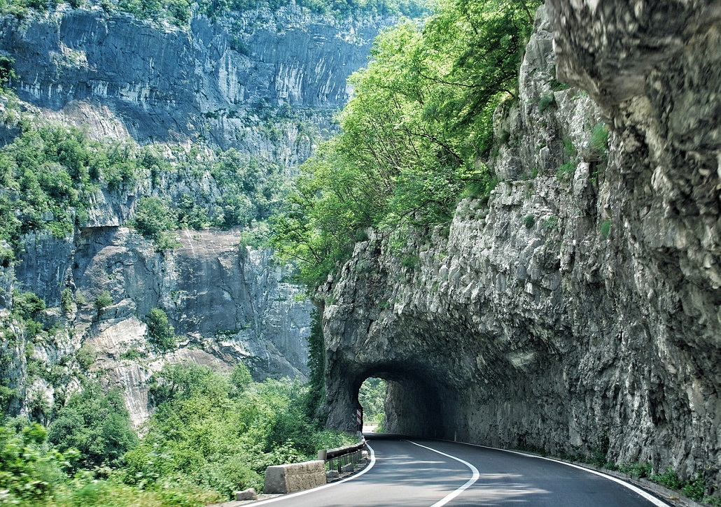 Дорога по каньонам Черногории