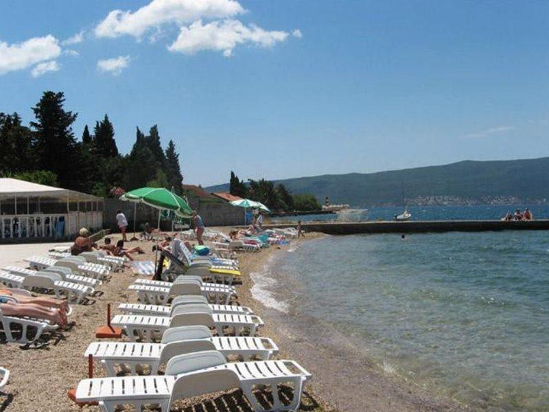 Отель Тивата с собственным пляжем Камелия