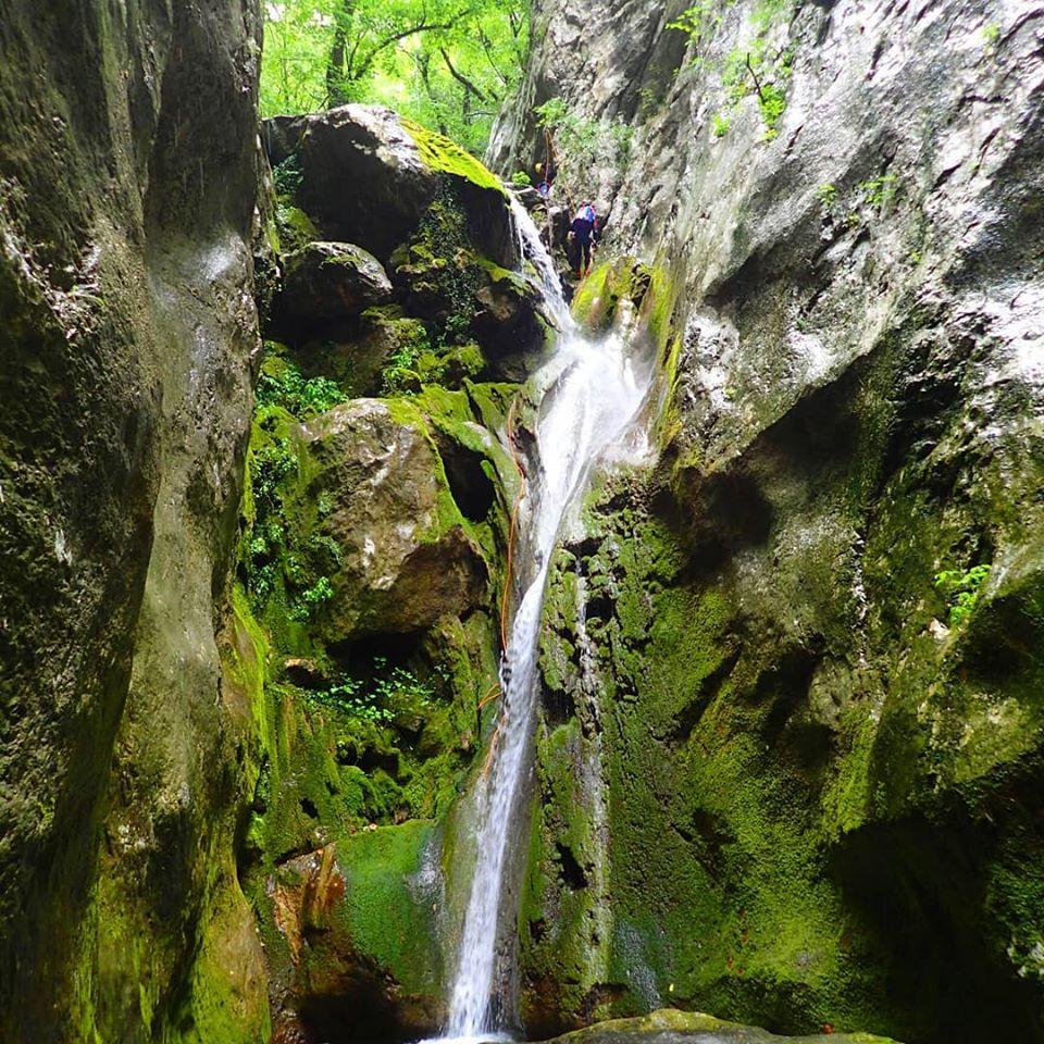 Каньонинг экскурсия в Черногории по каньонам