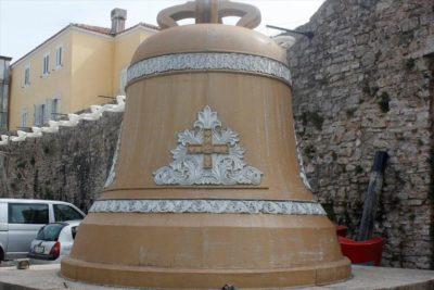 Колокол у стен Старого города