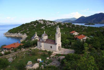 Монастырь в Коме