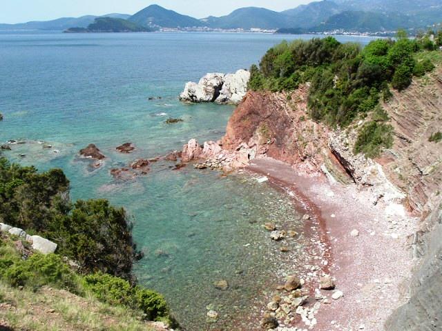 Красный пляж - между Баром и Сутоморе