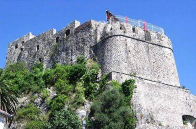 Крепость Форте Маре — суровый страж Черногории
