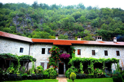 Монастырь в Черногории Морача