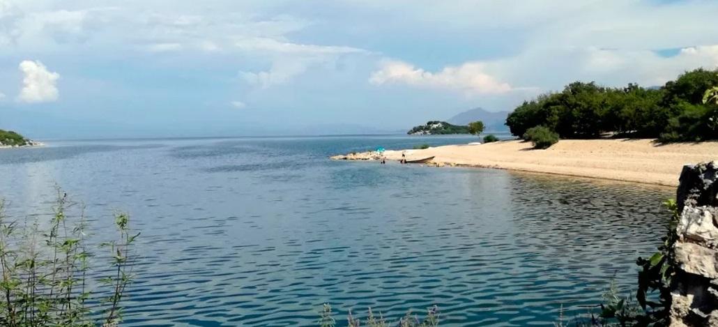 Пляж Муричи на Скадарском озере Барской ривьеры