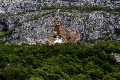 Монастырь Острог в горах