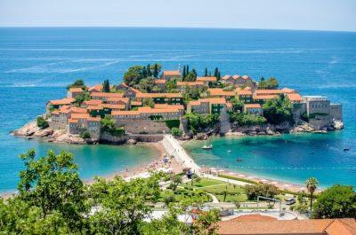 Вид на Остров Святой Стефан в Черногории