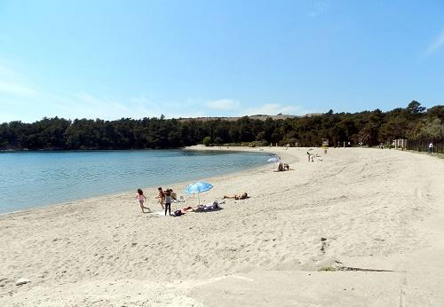 Пляж Арза. У древней крепости на полуострове Луштица