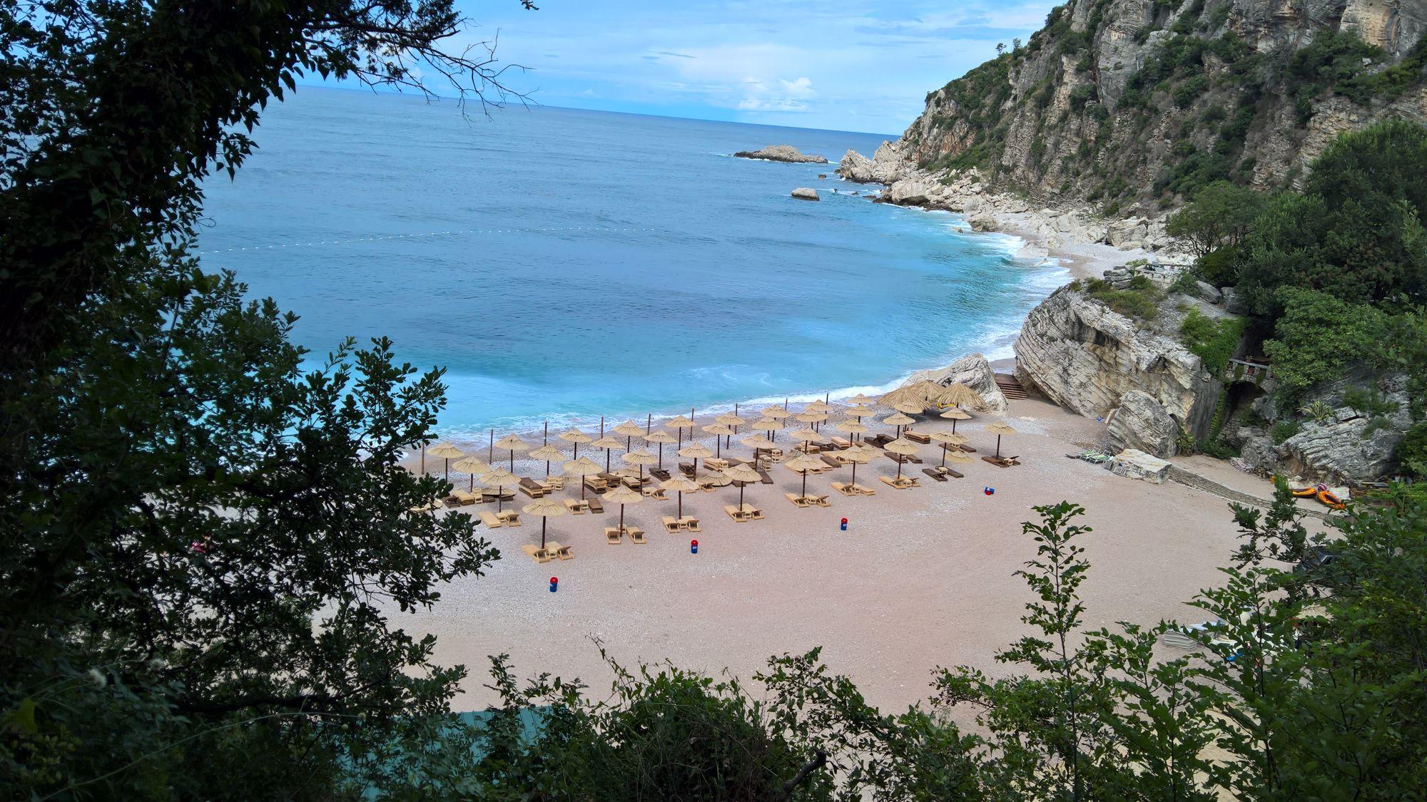 Пляж Перазича До на Будванской ривьере