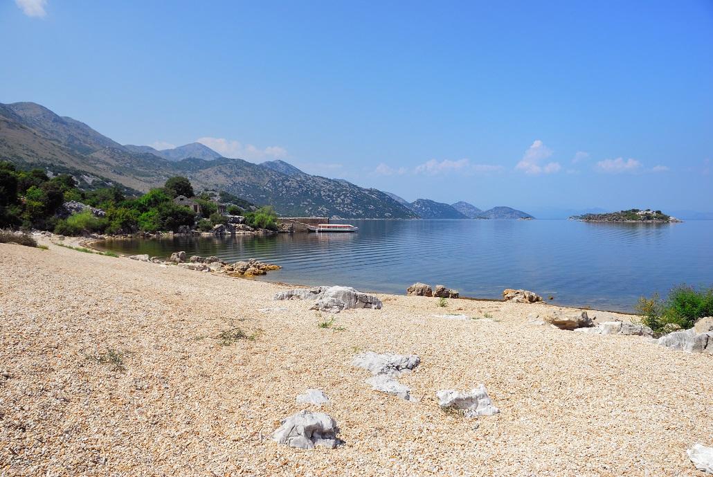 Пляж Песчанац на Скадарском озере