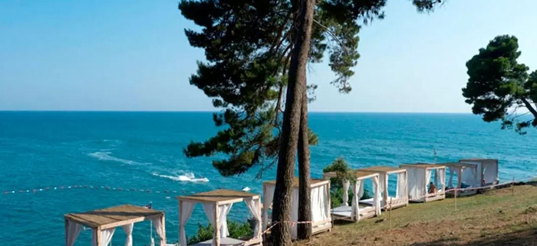 Пляж Сосновый бор. На юге Улциньской ривьеры