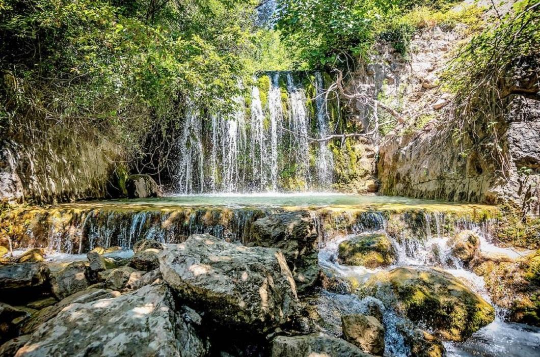 Водопад за Старым Баром на реке Бунар в Черногории