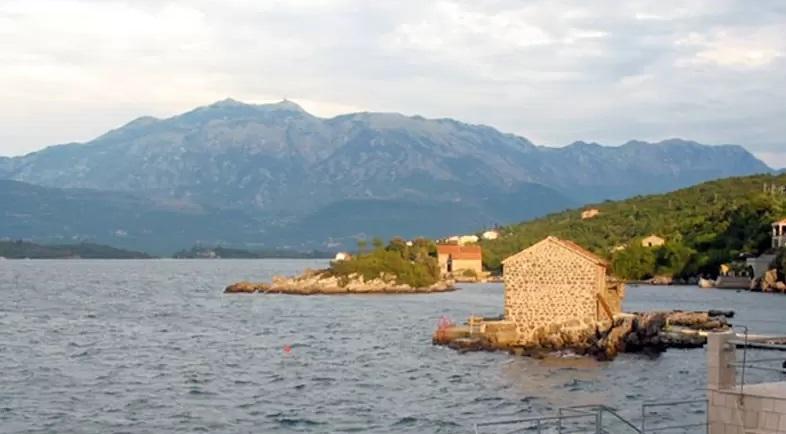 Пляж Бьелила в Тивате (Черногория)