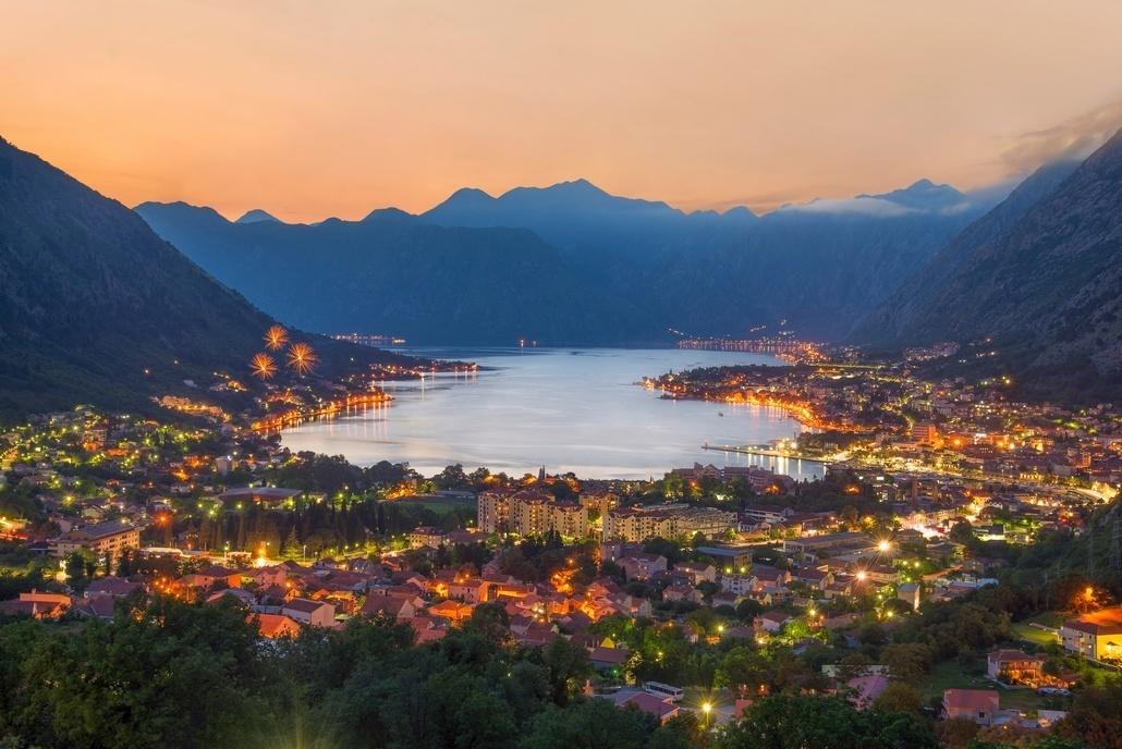 Котор в вечерних огнях Черногория