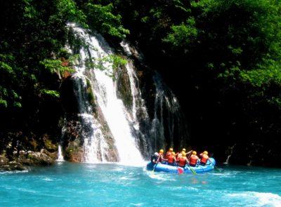 Водопады в ущелье Тары