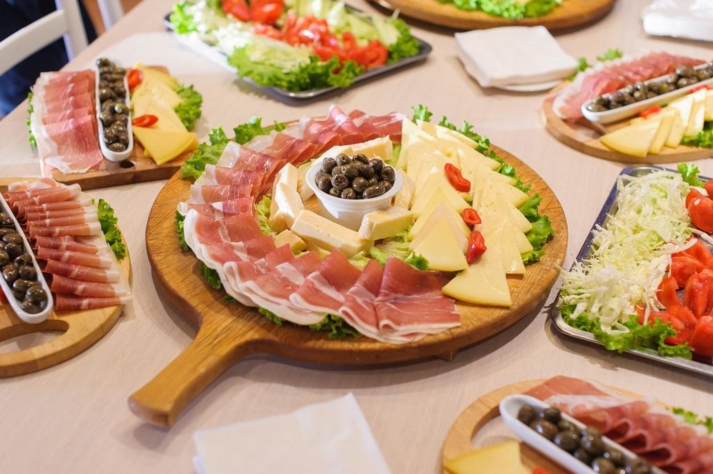 Организация обедов для больших групп в Черногории